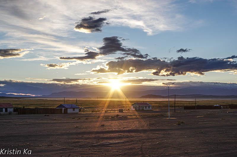 Paysage, soleil et nuages, village, Mongolie