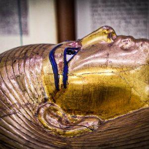 Sarcophage doré